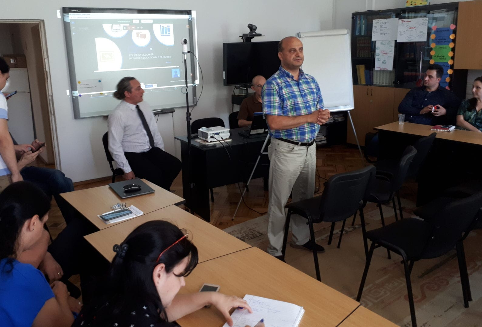 """Peste 700 de persoane au urmărit seminarul online """"Învățarea în era digitală: Resurse educaționale deschise"""""""